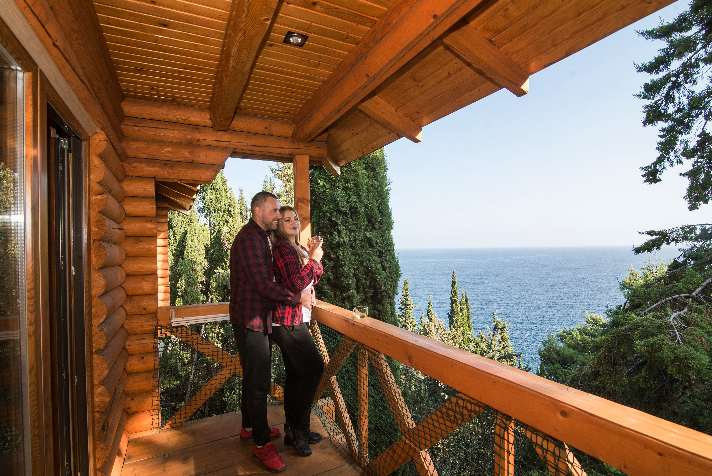 Отдых в Алуште в октябре в коттеджах курорта Береговой