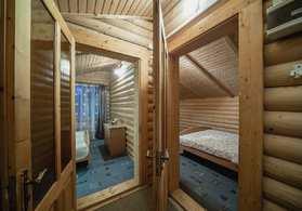 Номер Двухэтажный коттедж-сруб с кухней | с 2-мя спальнями