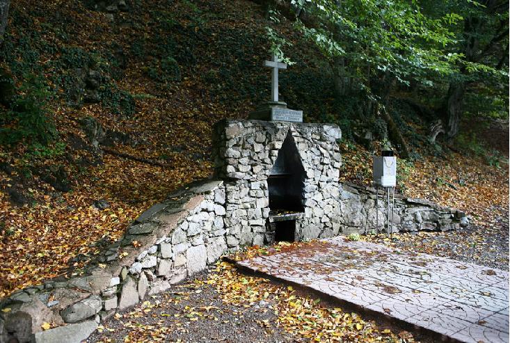 Монастырь под горой Ай-Петри