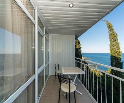вид с балкона номера в пансионате на берегу моря